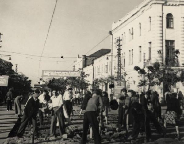 Краснодар. Угол Пролетарской и Красной вид на север сентябрь 1949 года