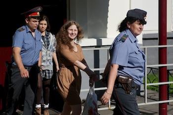 Участниц Pussy Riot нало судить по всей строгости закона