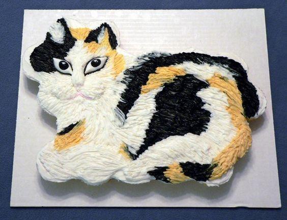 Cat-Pull-apart-Cupcake-Cake