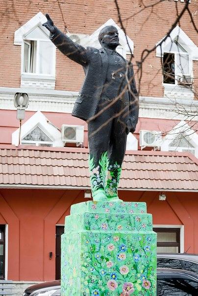 Ленин в траве