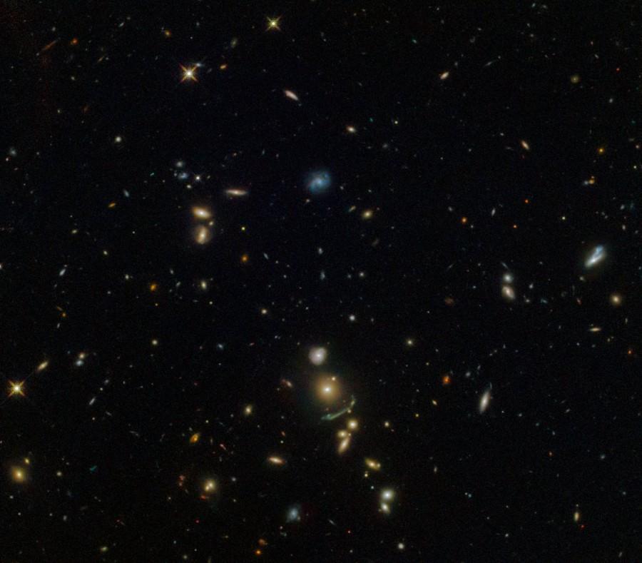«Хаббл» сфотографировал зеленую космическую дугу
