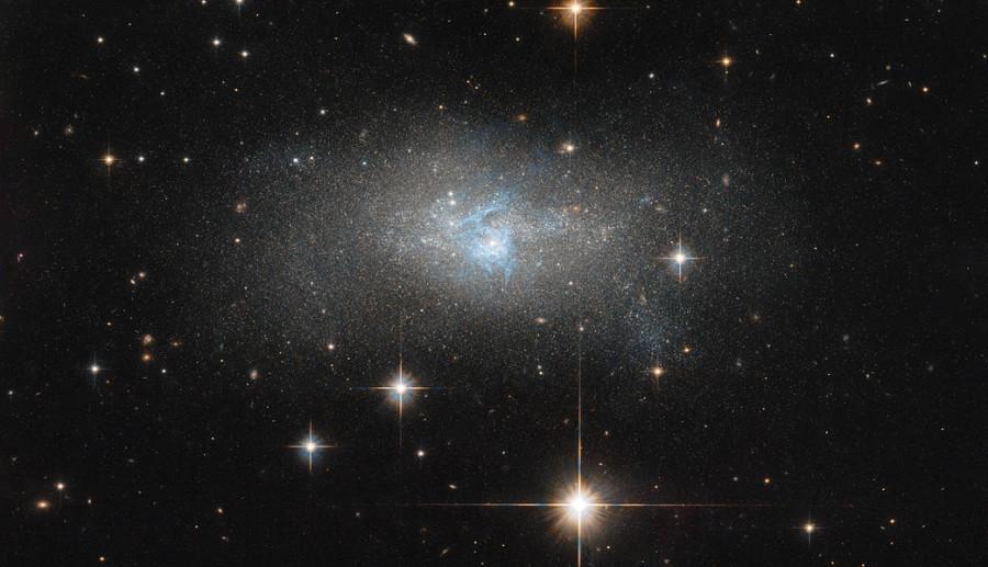 Голубая россыпь галактики IC 4870