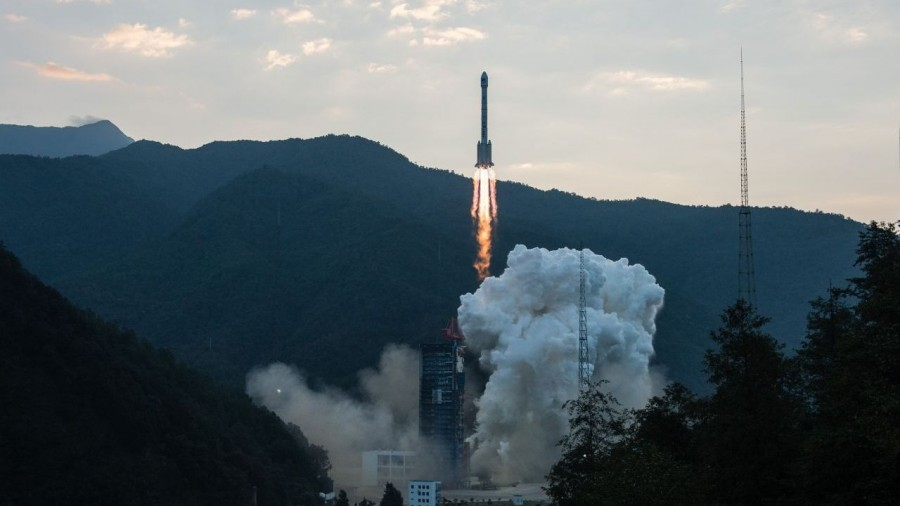 The fall of the first stage of the Chinese rocket was captured on video of the launchers, you can, centers, video, fell, rockets, cosmodromes, China, fortunately, fall, near, after, debris, rockets, steps, first, accelerators, social networks, residents, local