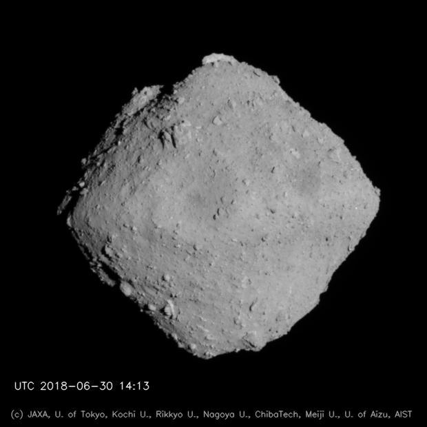 Опубликованы новые изображения астероида «Рюгу»