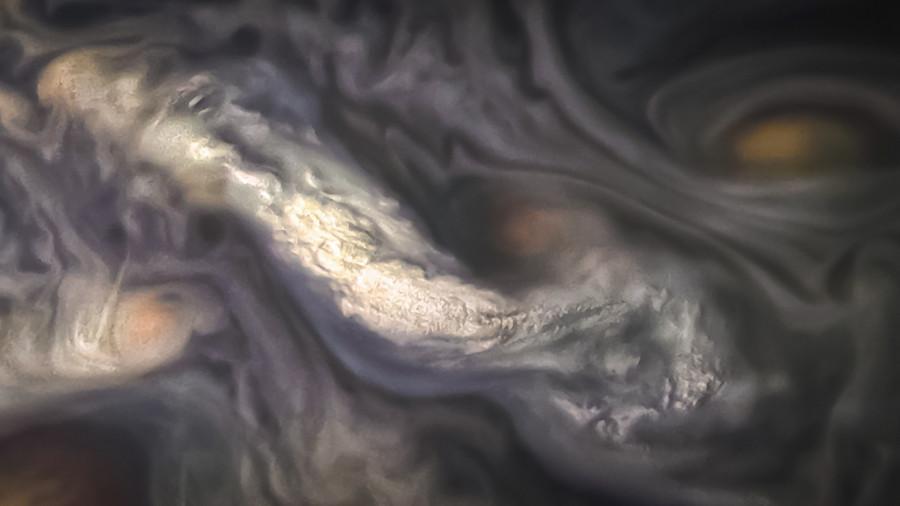 «Юнона» сфотографировала облака северного пояса Юпитера