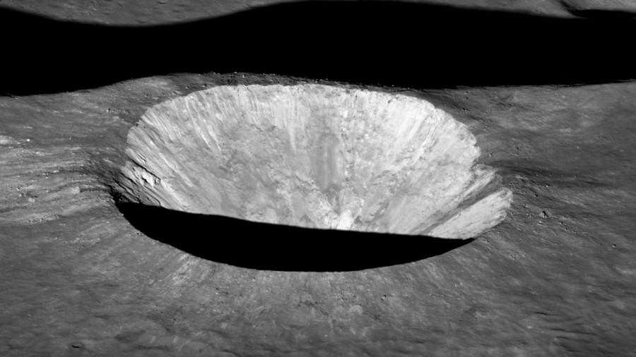 Аппарат LRO сфотографировал «двуликий» кратер Эймарт А