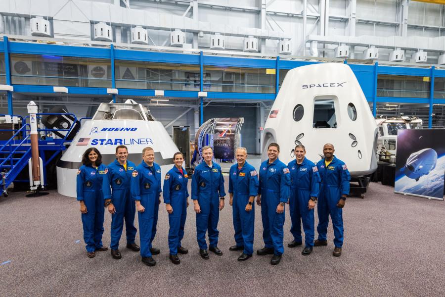 NASA назвало первые экипажи частных космических кораблей