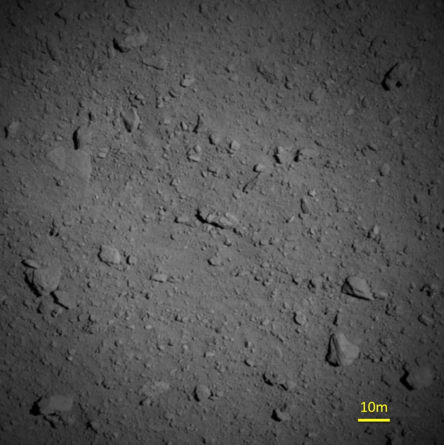 "JAXA showed the surface of the asteroid Ryugu from a distance of a kilometer of asteroid, apparatus, surface, ""Hayabusa 2"", was located, ONCW1, experiment, Camera, time, Navigation, planets, small, Optical, altitude, camera, engineers when Hayabusoy2 »"