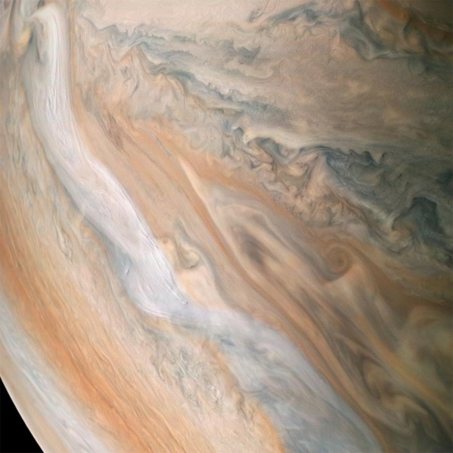 Подготовка к выходу в открытый космос, Юпитер и Южный Крест