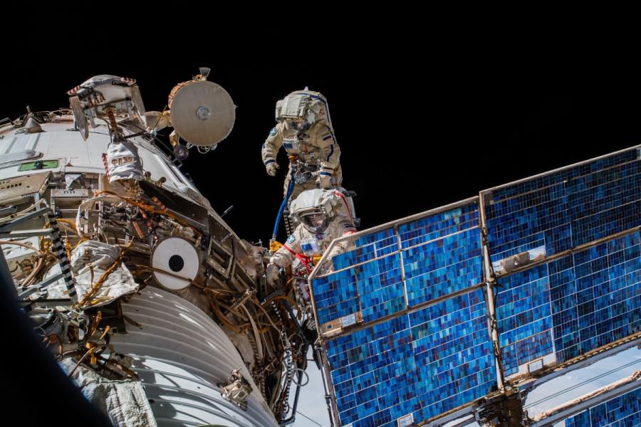 Выход в открытый космос, ураган Лейн и запуск Vega