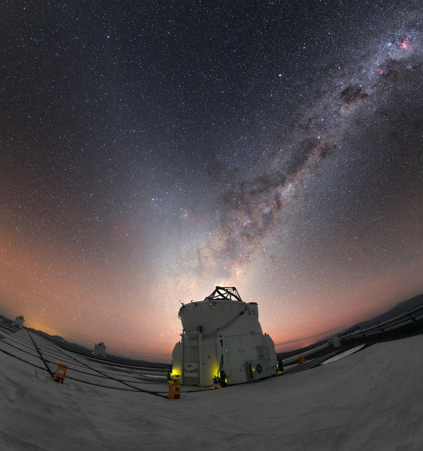 Зодиакальный свет над VLT