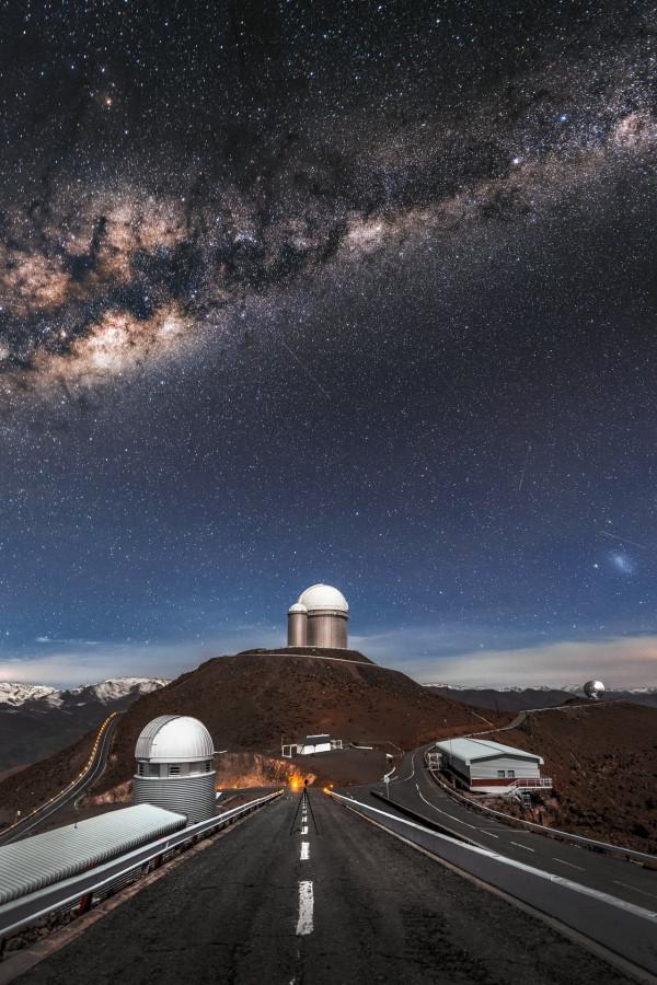 Космические пейзажи Ла-Силья, Курильские вулканы и пусковая установка SLS