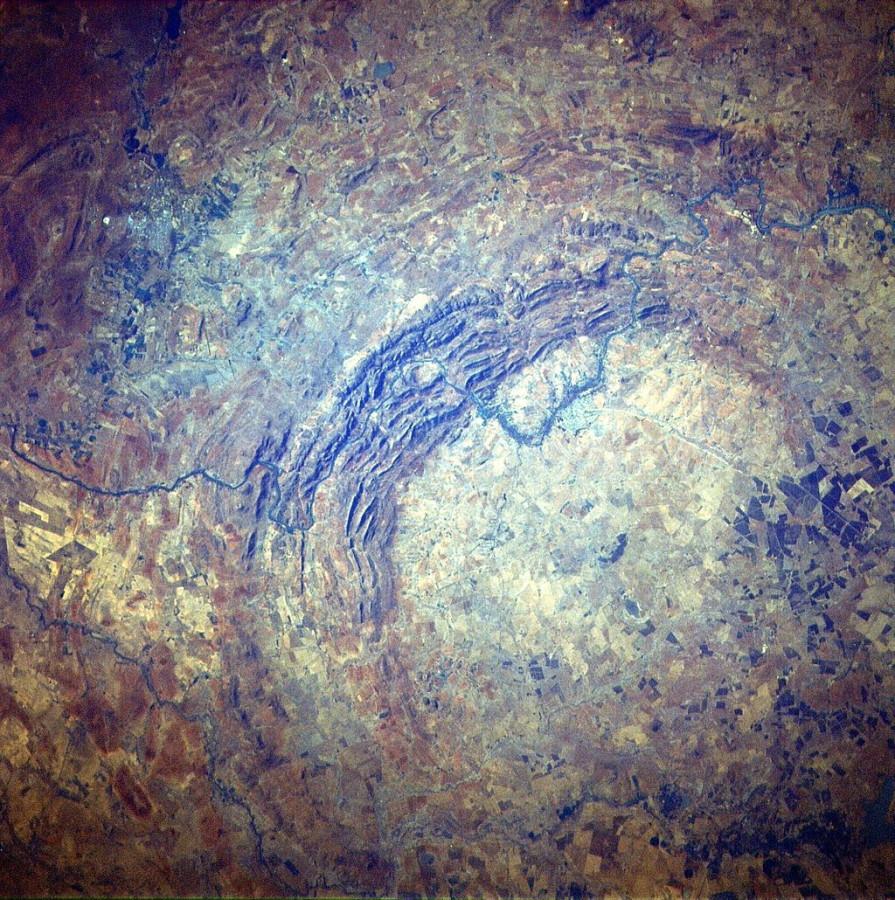 Спутник Landsat 8 сфотографировал кратер Вредефорт ударных, кратеров, является, результате, Вредефорта, кратер, Вредефорт, системы, Солнечной, кратера, расположены, осадочных, отложений, города, центре, протяжении, времени, считалось, долгого, древних
