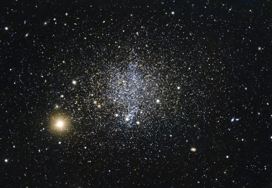 Телескопы ESO сфотографировали карликовую галактику в созвездии Феникса