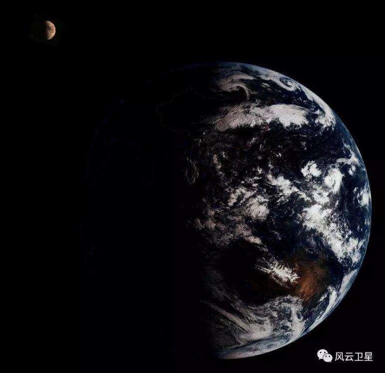 Земля, Луна, африканские дюны и подготовка Falcon 9