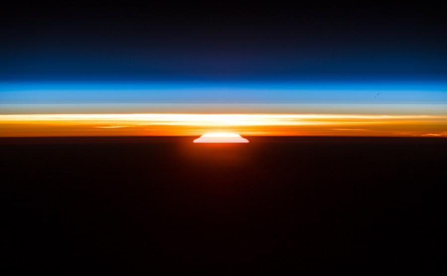 Рассвет на орбите, сближение с астероидом Бенну и ночной полет Falcon 9