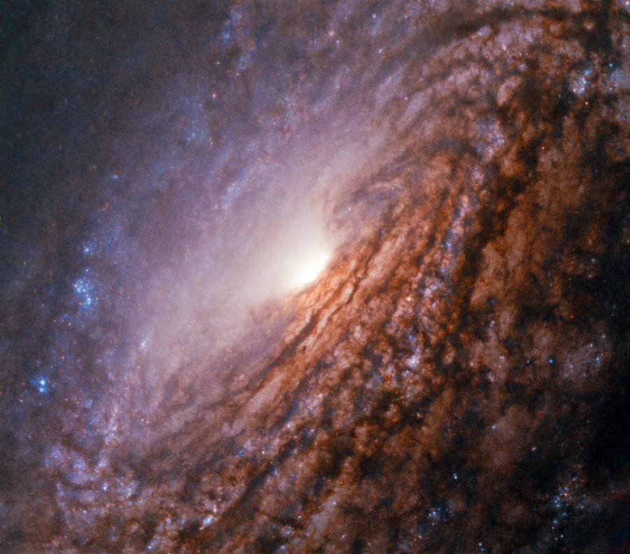 Пылающее сердце галактики NGC 5033