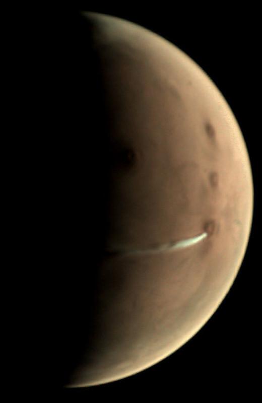 Mars Express сфотографировал «шлейф» над марсианским супервулканом
