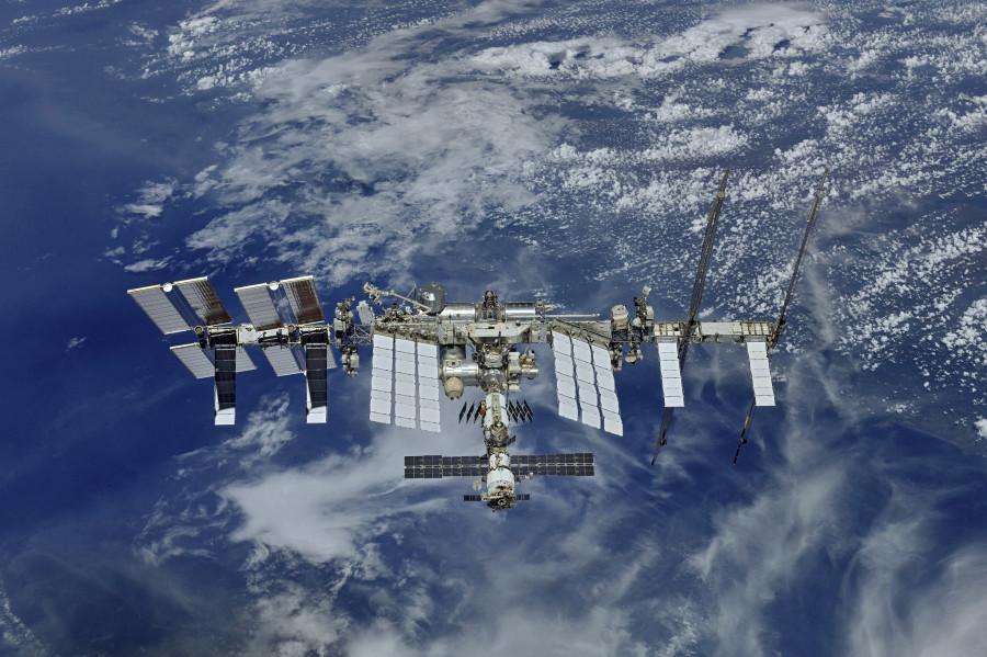 Роскосмос отправит двух космических туристов на МКС