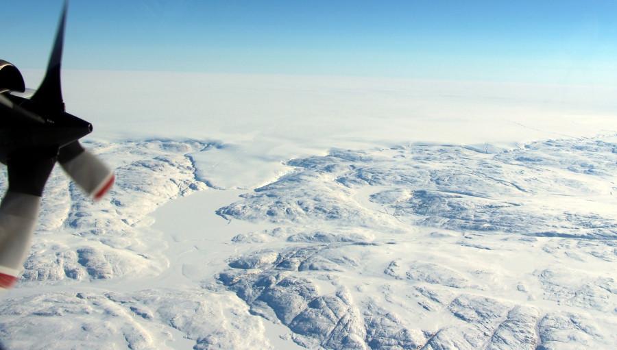 Под ледяным щитом Гренландии обнаружен крупный кратер