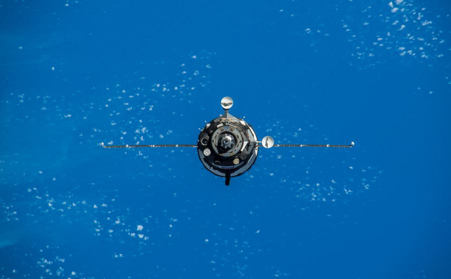 Запуск «Союза» с земли и из космоса