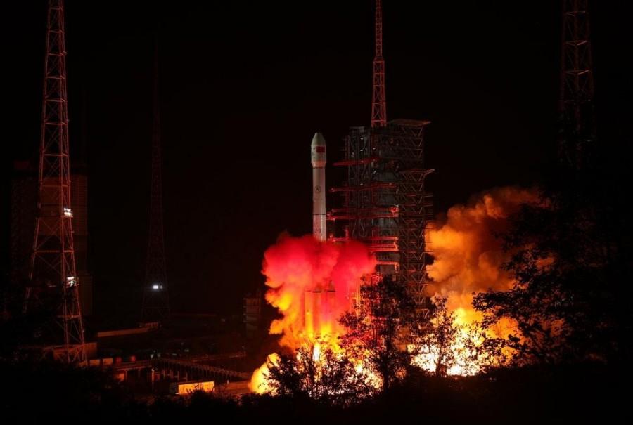 Китай запустил станцию к обратной стороне Луны