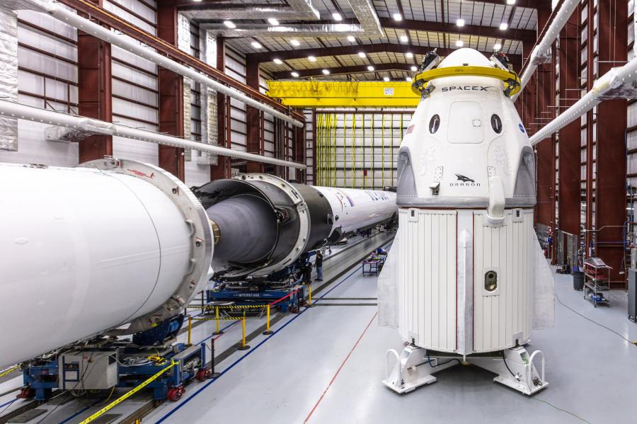 SpaceX показала Dragon 2 на мысе Канаверал