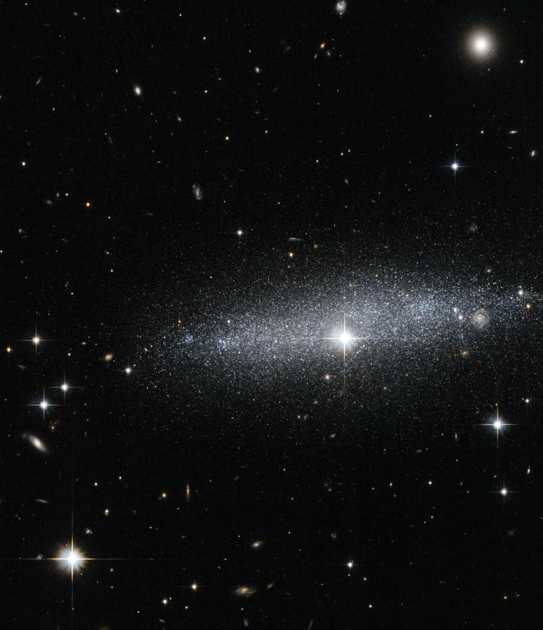 «Прозрачная» галактика ESO 318-13