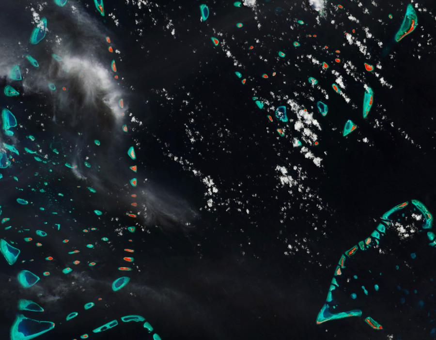 Мальдивские острова глазами спутника Sentinel-2