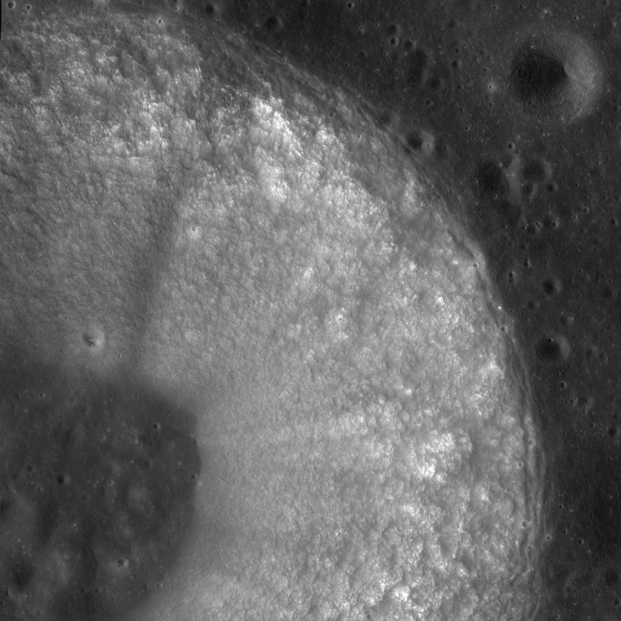 Кратер Хладни глазами LRO