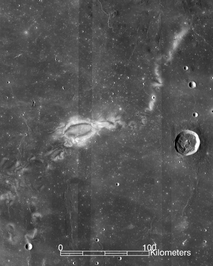 Ученые объяснили механизм формирования узоров на лунной поверхности