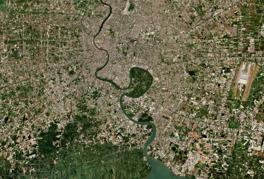 Бангкок, высыхающее озеро Чад и Сатурн через дымку Титана