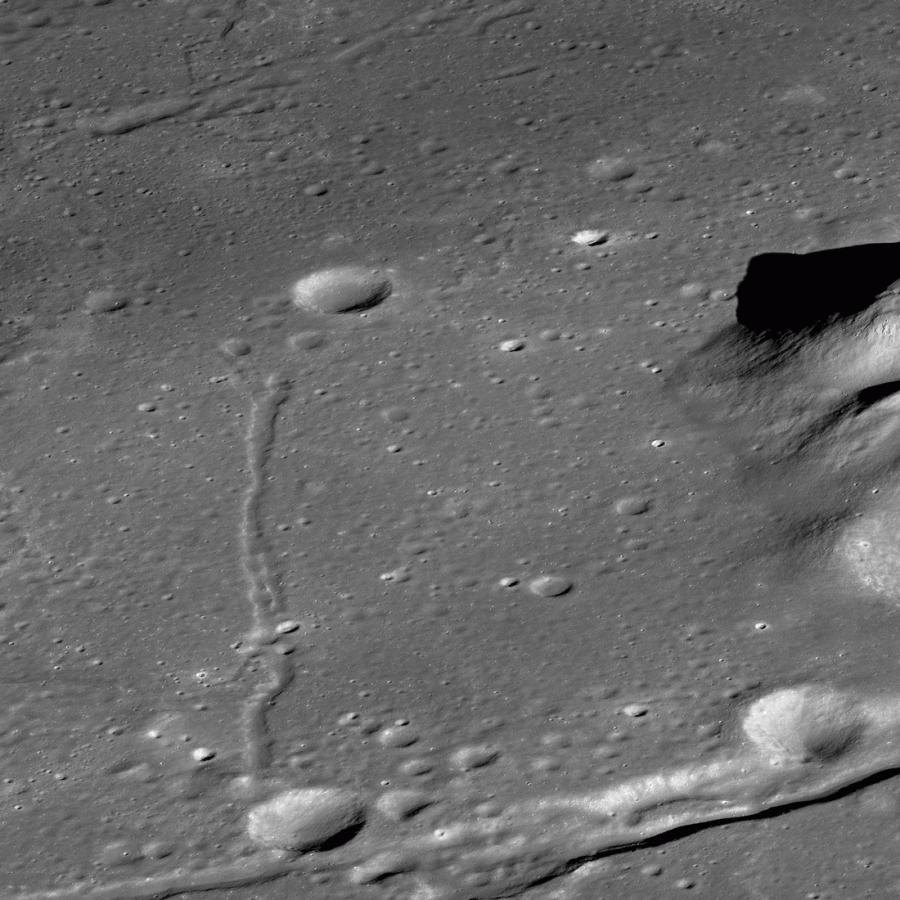 Кратер Комптон глазами LRO