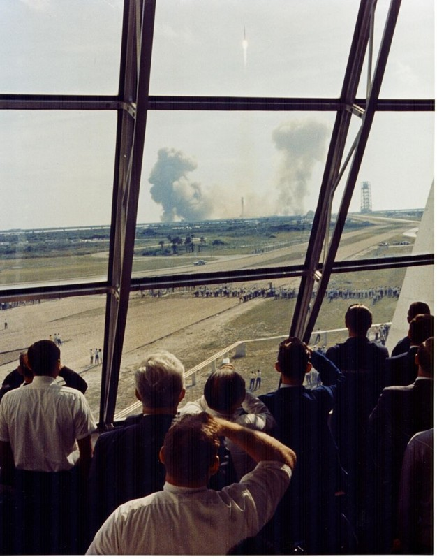 Personnel_within_the_Launch_Control_Center_watch_the_Apollo_11_liftoff.jpg