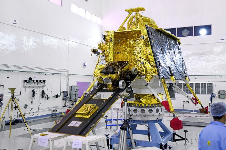 ISRO потеряло контакт со спускаемой платформой «Викрам»