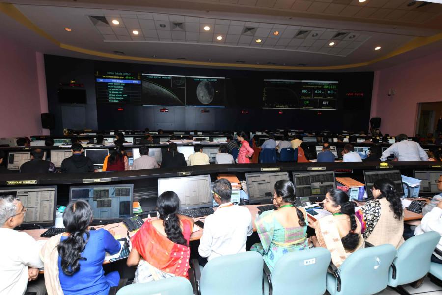 ISRO потеряло контакт со спускаемой платформой «Викрам» «Викрам», время, аппарата, платформа, поверхность, лунную, поверхности, луноход, Однако, аппарат, миссии, успешно, лунной, спускаемая, «Чандраян2», спуска, платформы, потому, смогли, проработать