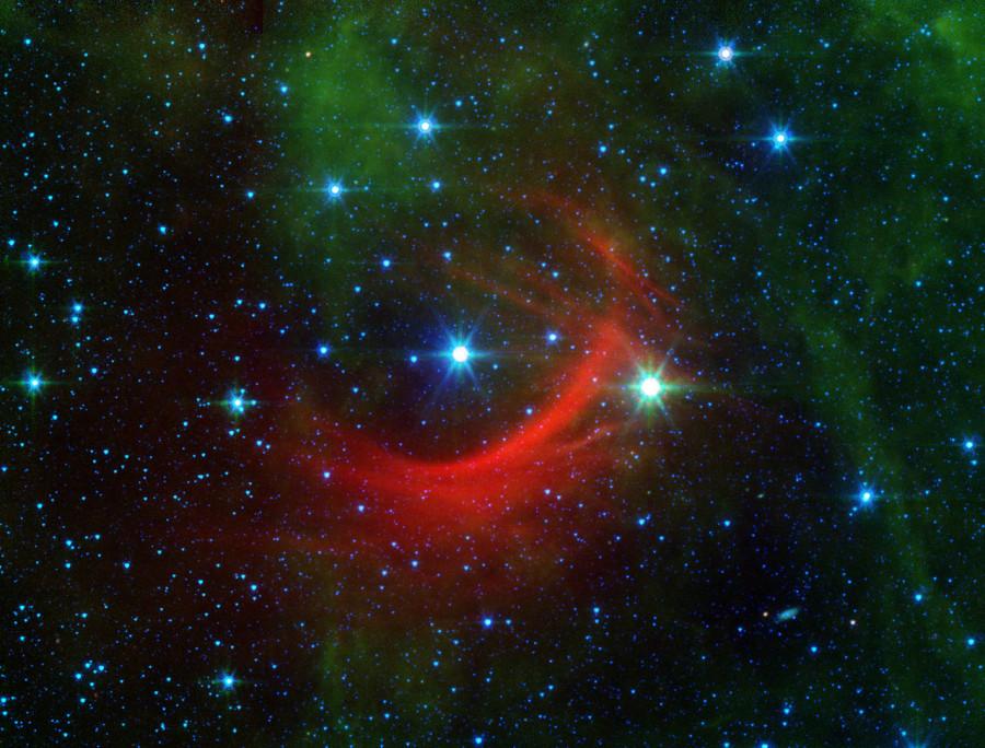 Убегающая звезда указала на черную дыру средней массы