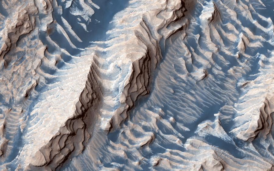 Осадочные отложения на дне кратера Дэниелсон