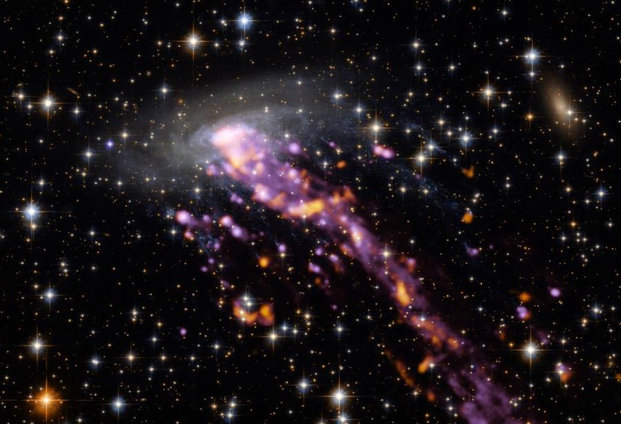 Галактика-медуза южного неба