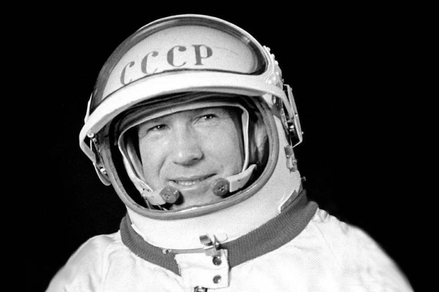 Первооткрыватель 20-ого века космонавт Леонов