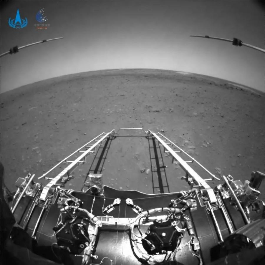 Первые снимки марсохода «Чжучжун»