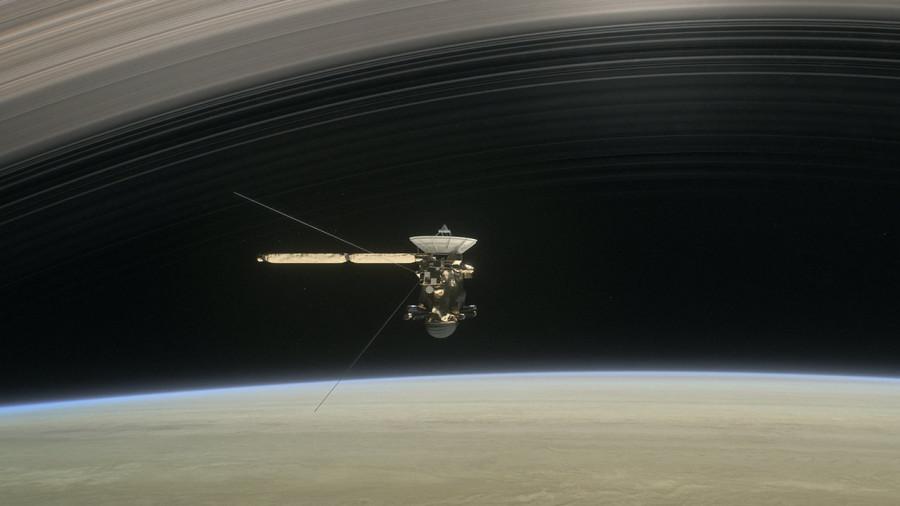 «Кассини» пролил свет на процессы в кольцах Сатурна