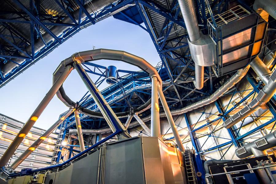 Внутри Очень большого телескопа
