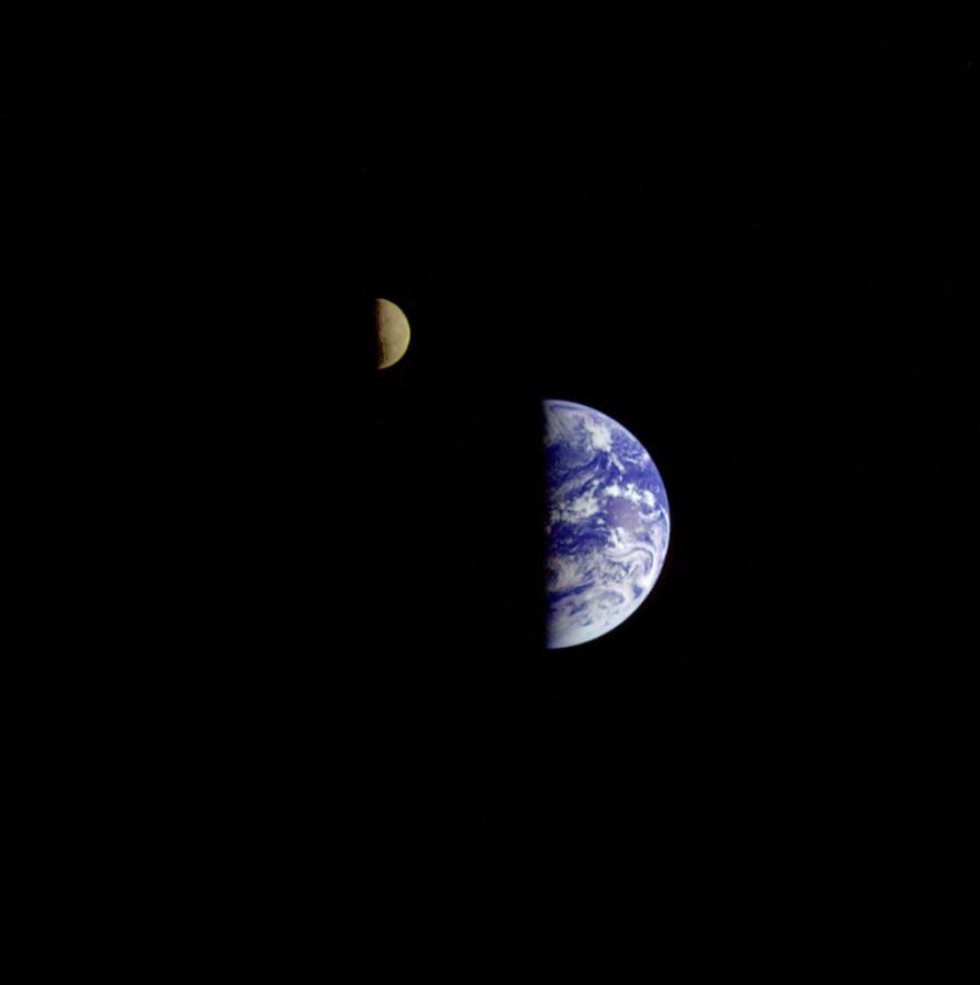 Земля и Луна глазами «Галилео»