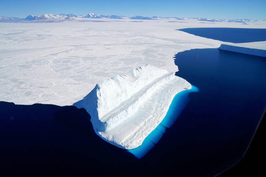 Антарктический айсберг, космическая перспектива и парашютный тест «Ориона»