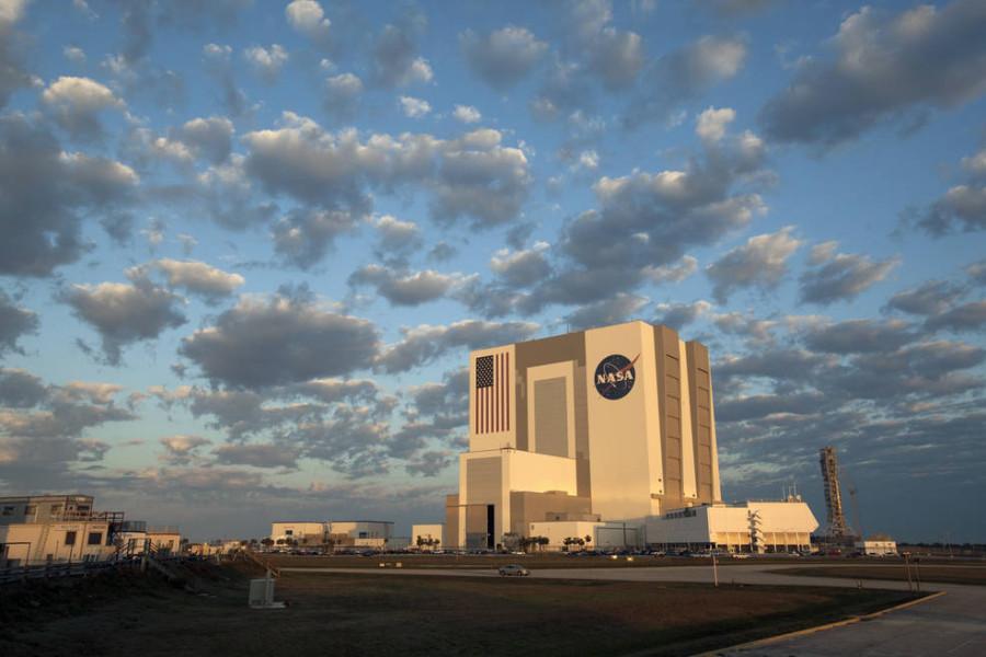 SLS и Orion в снимках 2017 года Orion, время, сборки, вертикальной, капсулы, Испытание, ступени, которые, первой, запуска, ракеты, здания, перед, будет, Внутри, двигателя, Ранее, используется, который, Транспортер