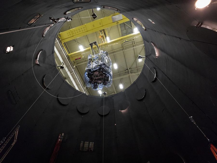 Солнечный зонд приступил к тестам в вакуумной камере