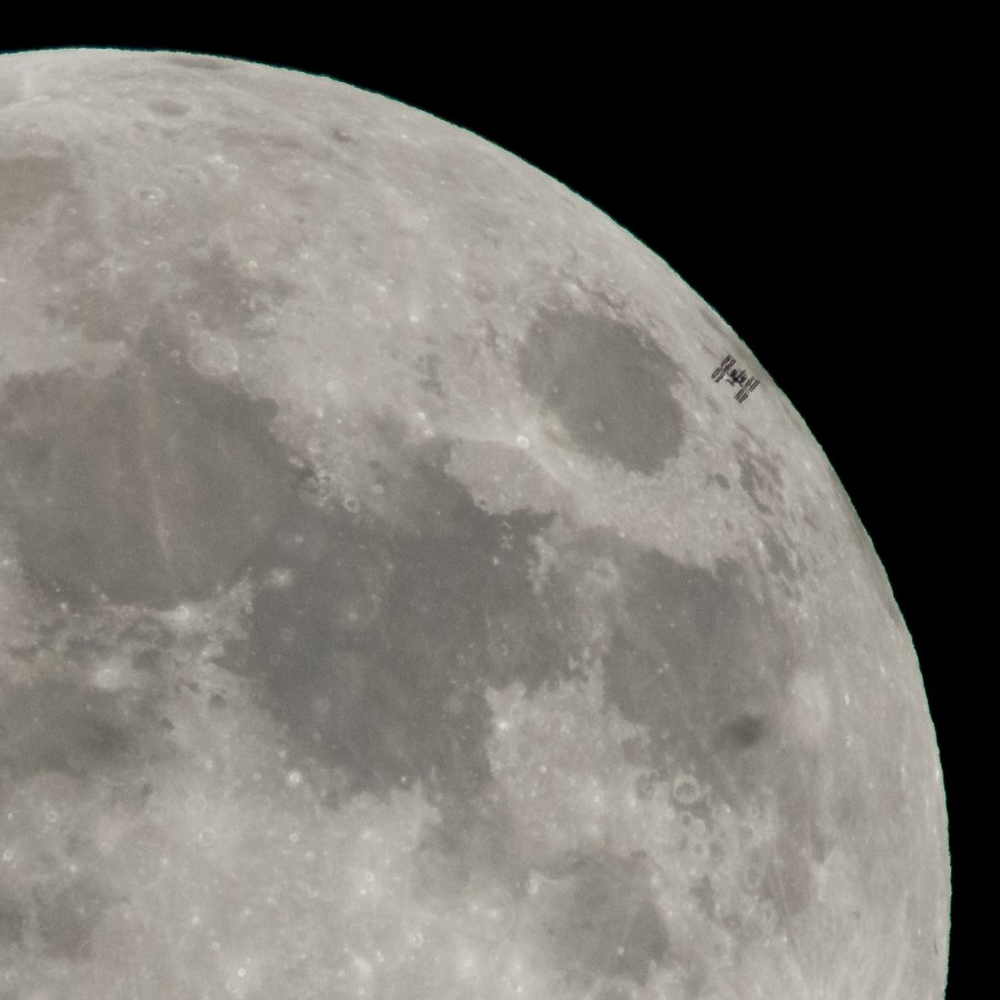 Транзит МКС по диску Луны и запуски «Союз-2.1а» и Falcon 9