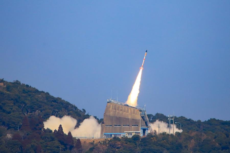 Япония успешно испытала самую маленькую космическую ракету