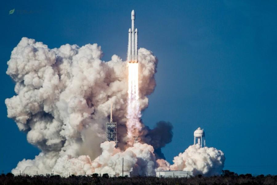 Falcon Heavy отправился в космос